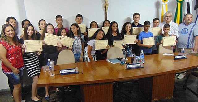 Grêmios estudantis de Ribeira tomam posse na Câmara Municipal
